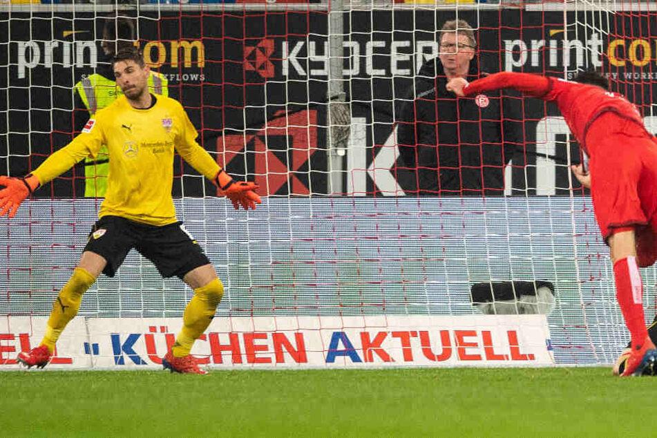 1:0 für die Fortuna: Der gebürtige Stuttgarter Kenan Karaman überwindet VfB-Keeper Ron-Robert Zieler.
