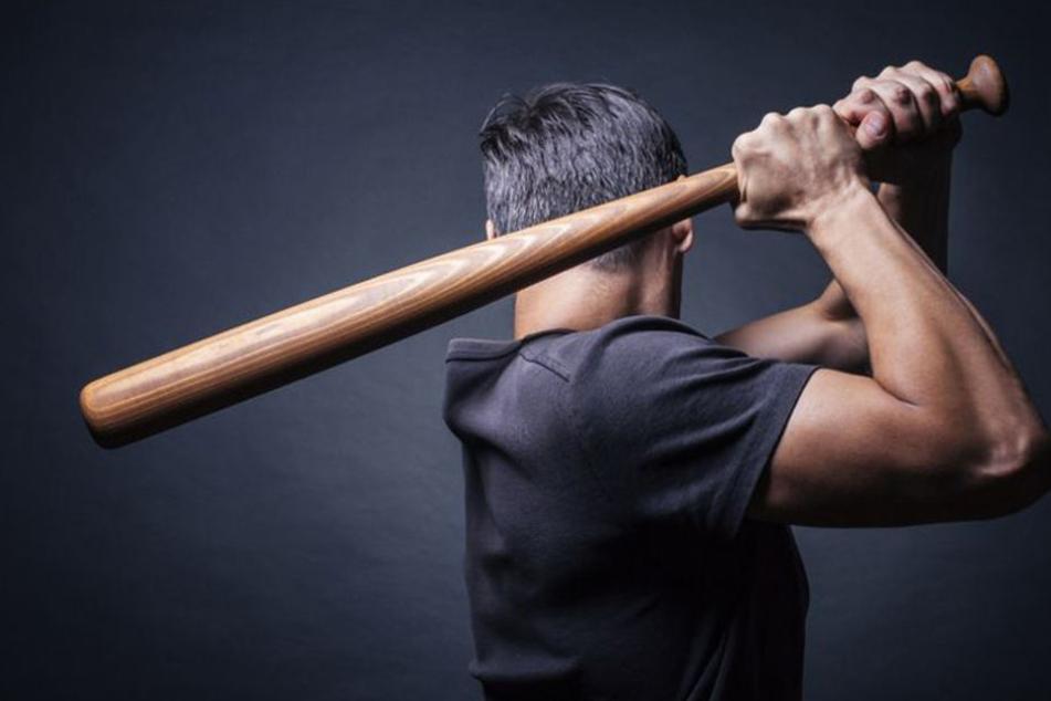 Brutale Gang attackiert 19-Jährigen mit Baseballschläger