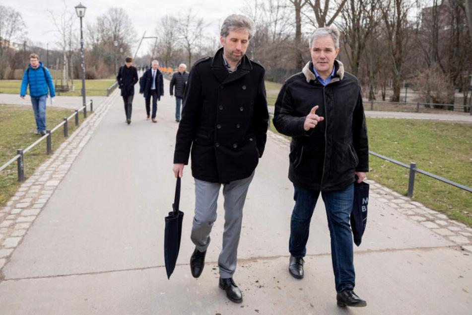 Von Drogendealern nichts zu sehen: Palmer und Dregger während ihres Parkrundgangs.