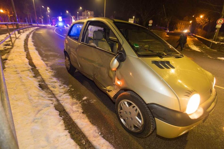 Der Renault Twingo kam nach dem Zusammenstoß erst nach ein paar Metern zum Stehen.