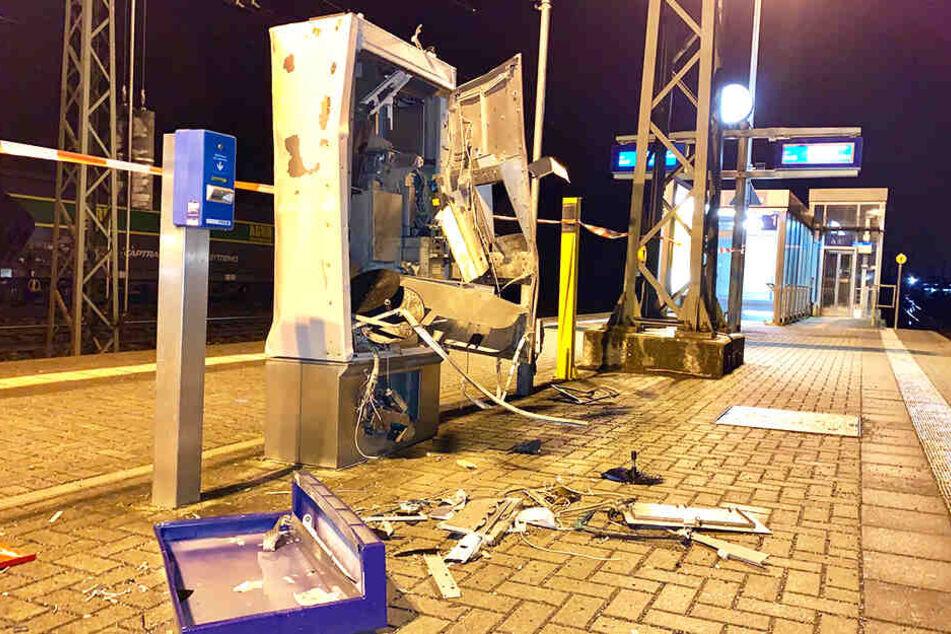 In der Nacht zum Sonntag wurde der Automat zerstört.