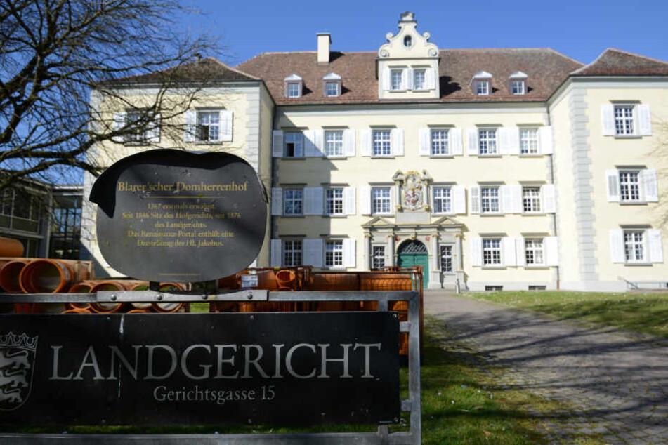 Vor dem Konstanzer Landgericht müssen sich die Angeklagten wegen Mordes verantworten. (Archivbild)