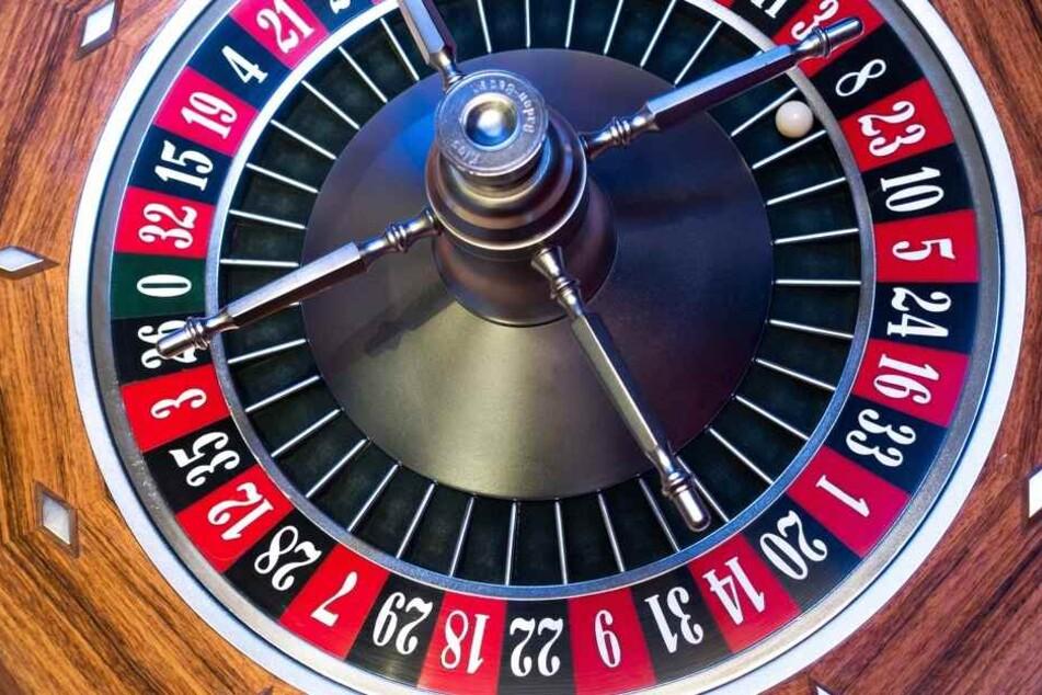 Roulette ohne Geldeinsatz fällt nicht unter den Glücksspielstaatsvertrag. Somit ist es erlaubt.