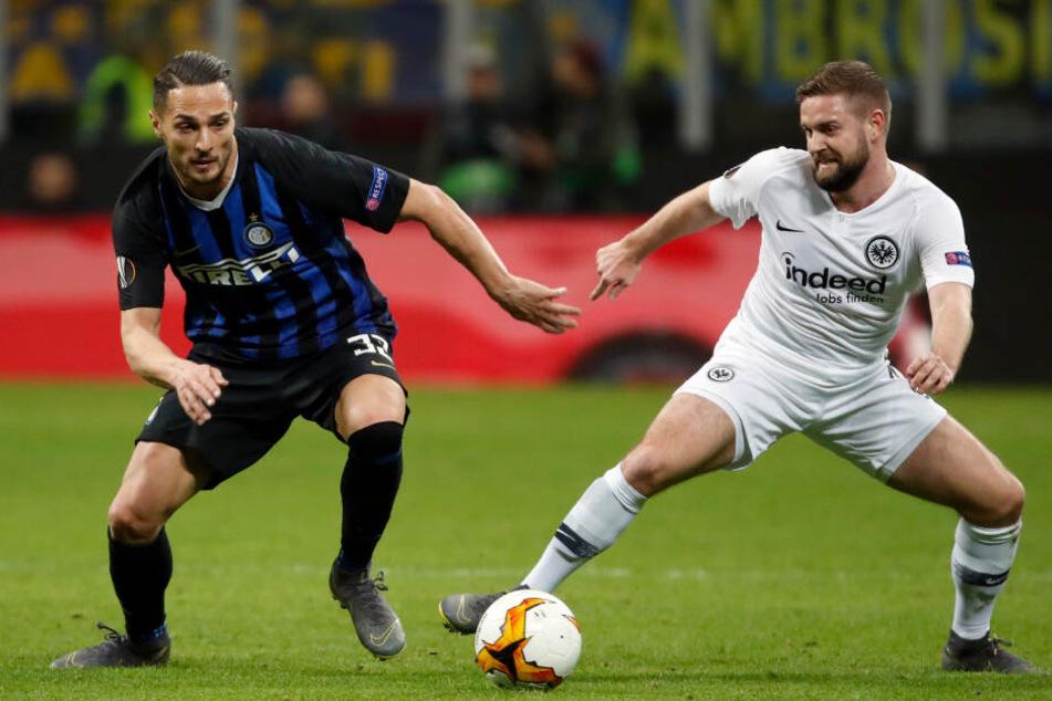 Marc Stendera (rechts) kam bei Eintracht Frankfurt nur selten zum Zug. In der Europa League gegen Inter Mailand durfte der Mittelfeldspieler sein Können allerdings zeigen.