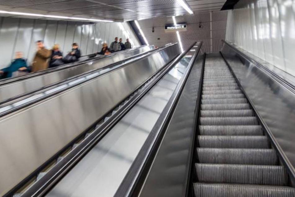 Auf einer Münchner Rolltreppe schlugen die drei Jugendlichen brutal zu, (Symbolbild)