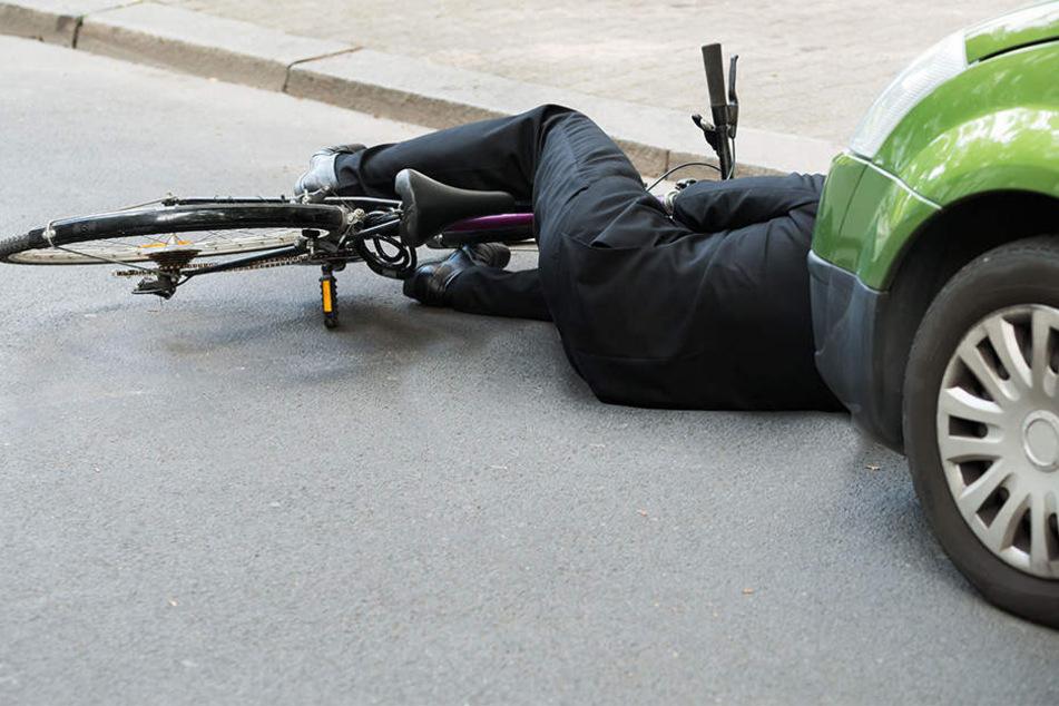 Bei einem tragischen Unfall in Gütersloh hat sich ein Radfahrer (25) schwer verletzt (Symbolbild).
