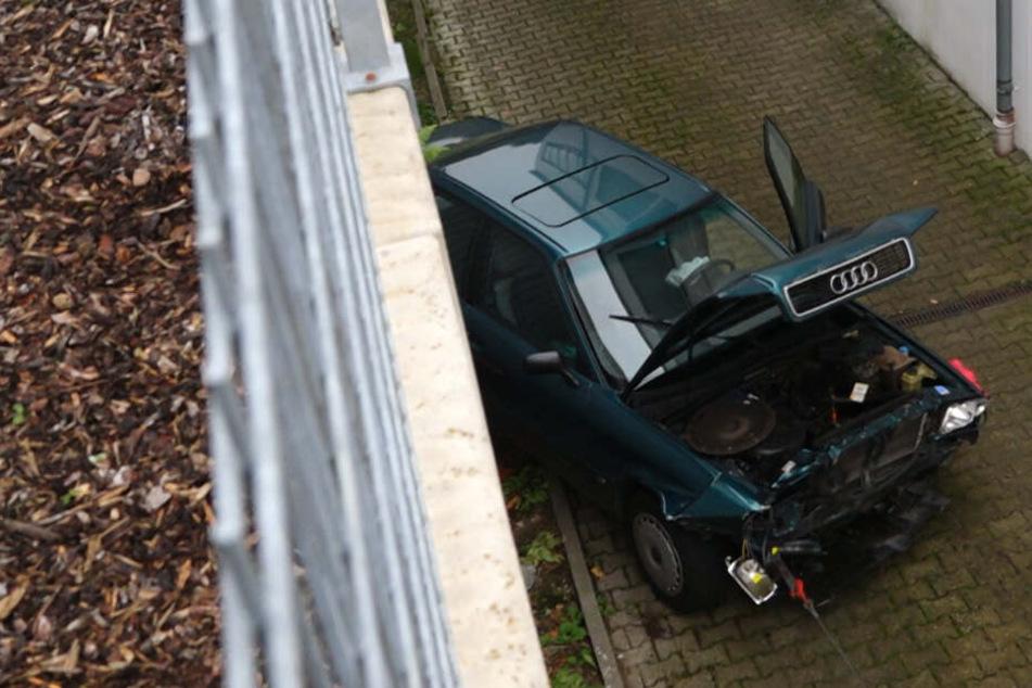 Seniorin will mit Audi auf Supermarkt-Parkplatz einparken, dann geschieht das Unglück