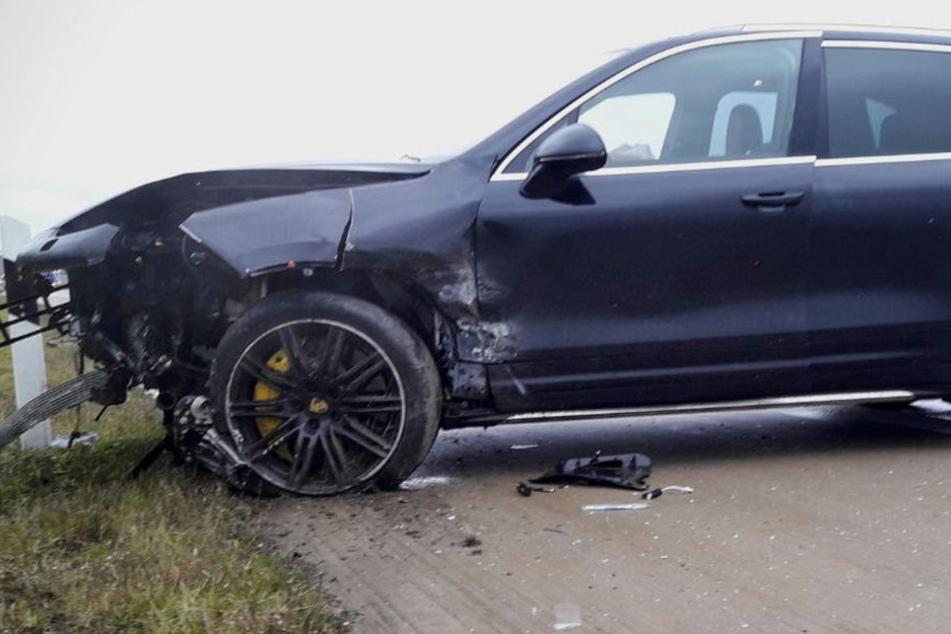 A4-Sperrung! Autodieb kracht mit Porsche gegen Leitplanke