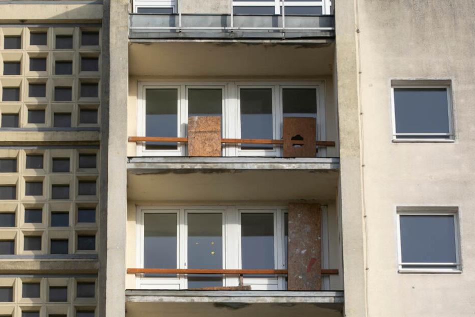 Die Balkone sind bereits weg, Türen wurden gesperrt.