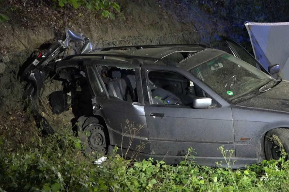 Der Wagen wurde in den Graben geschleudert.