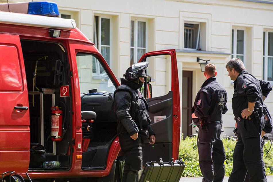 Der Mann soll in seiner Wohnung Sprengmittel gehabt haben, sagte ein Polizeisprecher.