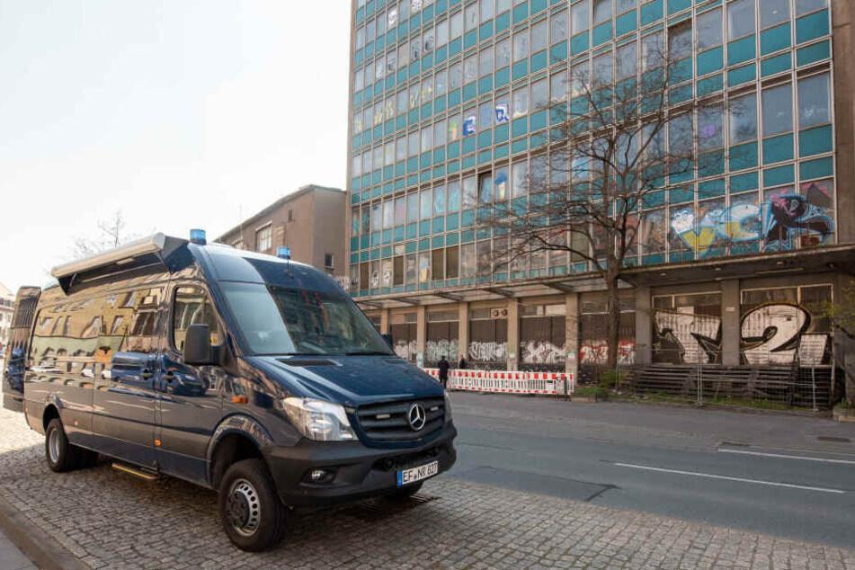 Jugendliche brechen in Erfurter Hochhaus ein und werfen mit Steinen auf Autos