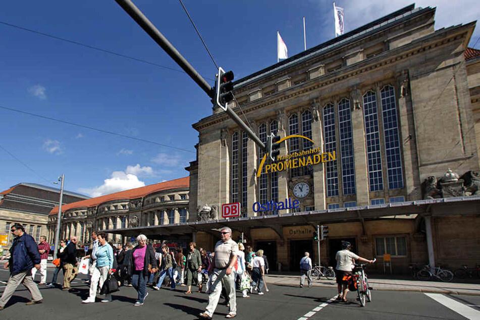 Die Beamten bemerkten die orientierungslose Frau, als diese gerade vor den Hauptbahnhof pinkeln wollte (Symbolbild).