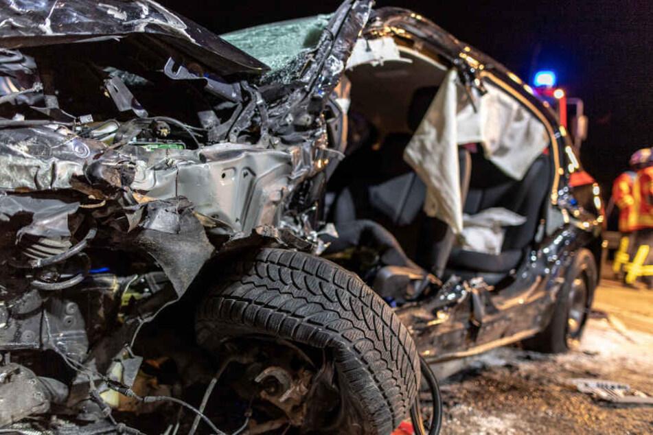 Auto kracht in Gegenverkehr: Mann (48) stirbt