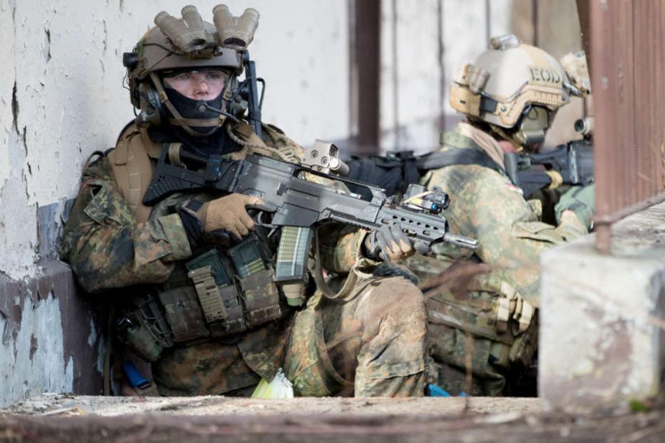 Das Kommando Spezialkräfte soll künftig über Haiterbach etwa Fallschirmjäger abspringen lassen. (Symbolbild)