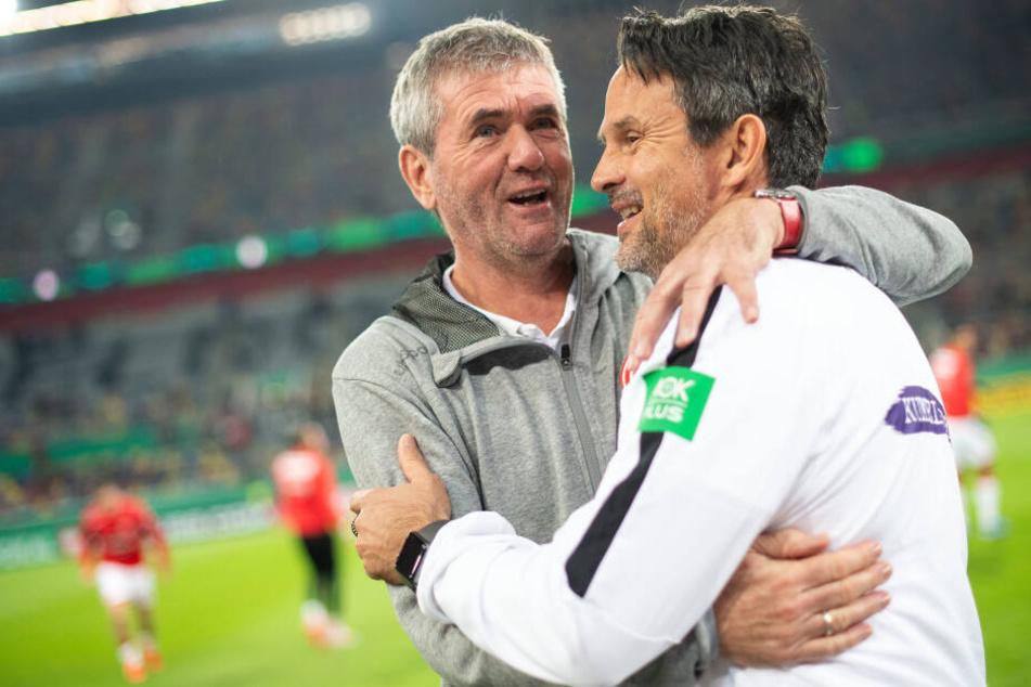 Trainerkollegen, die sich schätzen: Friedhelm Funkel (l.) und Dirk Schuster.