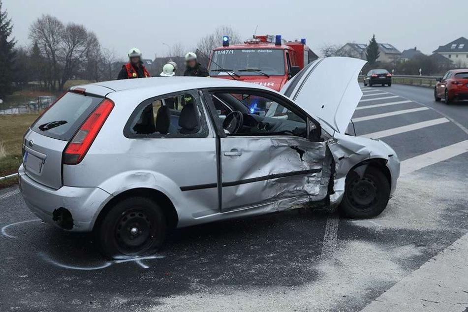 Die Fahrerin des Ford Fiesta soll leicht verletzt sein.