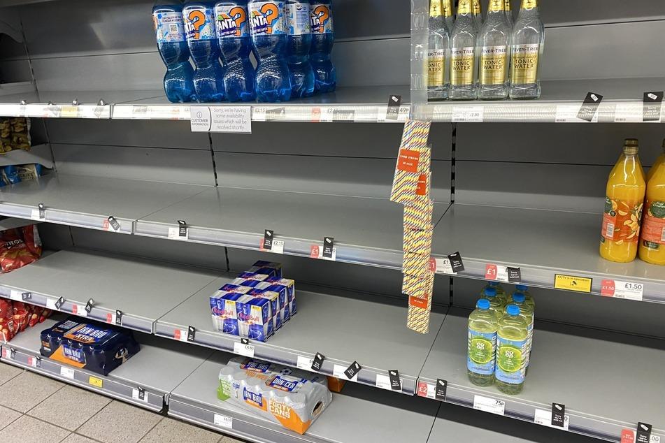 Mehrere Supermärkte haben Probleme, ihre Regale zu befüllen und forderten ihre Kunden dazu auf, keine Hamsterkäufe zu tätigen.