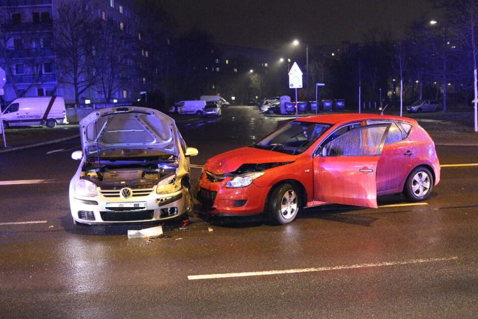Auf der Schönauer Straße hat es am Freitagnachmittag gekracht.