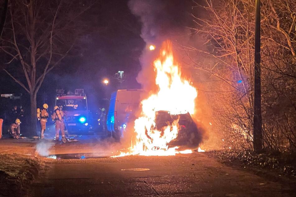 In Berlin brannten in der Nacht zu Donnerstag, wie hier in Prenzlauer Berg, gleich mehrere Autos.