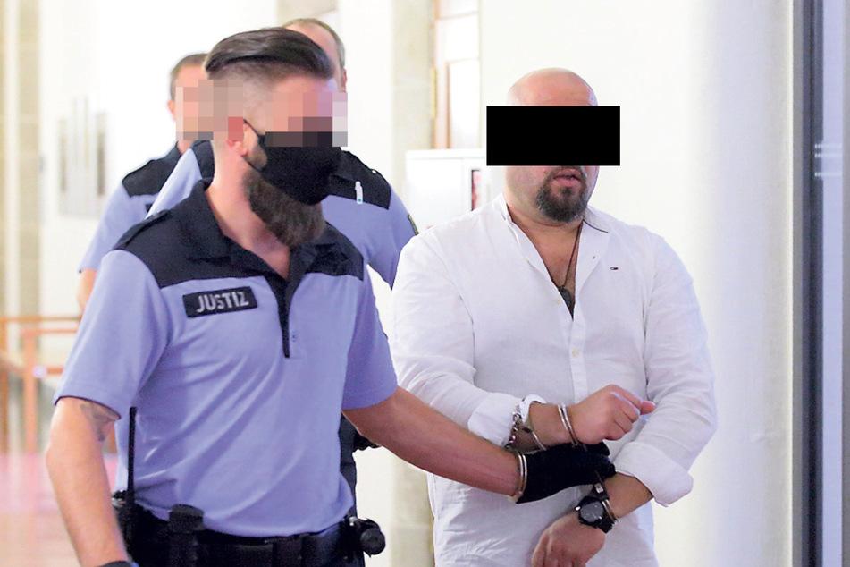 Stalker Josef A. (41), hier bei seinem eigenen Prozess im September 2020, bekam interne Infos von der Polizei.