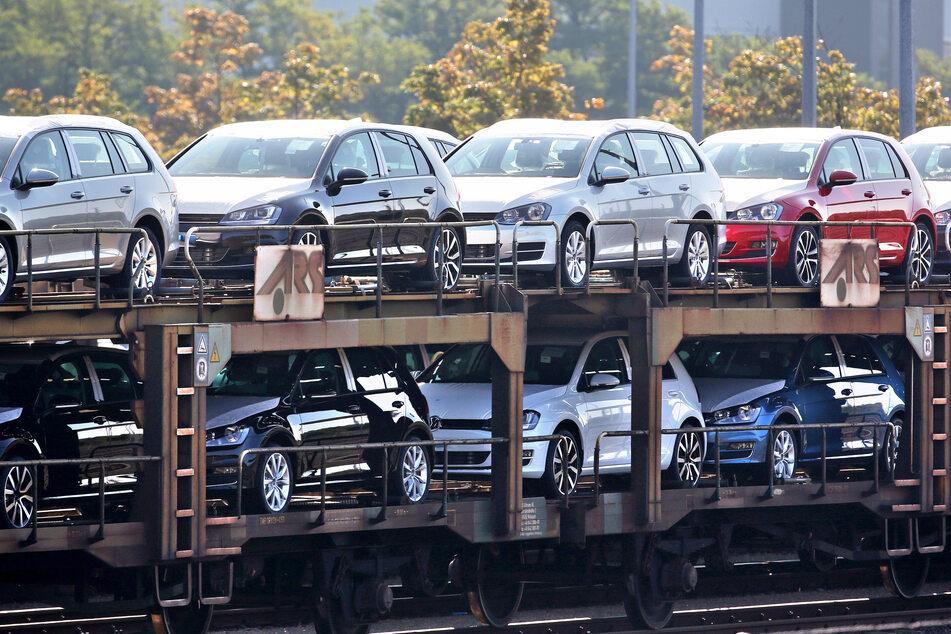 Die sächsische Wirtschaft verzeichnet drastische Exporteinbußen. Im April diesen Jahres hätten die Unternehmen Waren im Wert von 2,04 Milliarden Euro exportiert, wie das Statistische Landesamt am Donnerstag mitteilte.