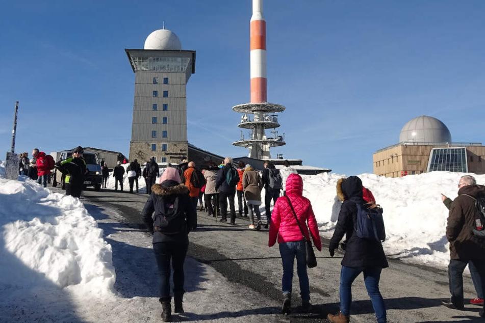 Trotz der Schneemassen konnten die Wanderer milde Temperaturen auf dem Gipfel genießen.