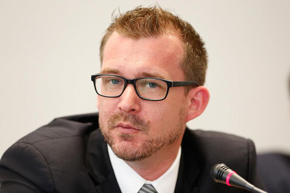 Ein Mann macht ernst: Baubürgermeister Raoul Schmidt-Lamontain (40, Grüne) sieht sich im Interesse der Mieter zur Räumung gezwungen.