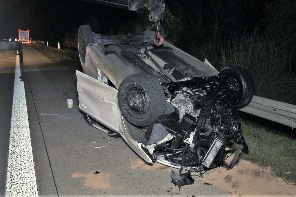 Schwerer Unfall auf Autobahn: Auto kracht in Laster, Baby und Kleinkind (4) verletzt