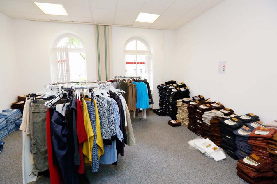 Der ehemalige Laden an der Straße der Nationen: Wenigstens die Kleidung gab  es tatsächlich.
