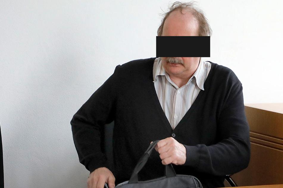 """Olaf Thomas O. (58) ist seit 2009 blind. Sein """"Engagement"""" als Reichsbürger betreibt er vor allem im Internet sehr aktiv."""