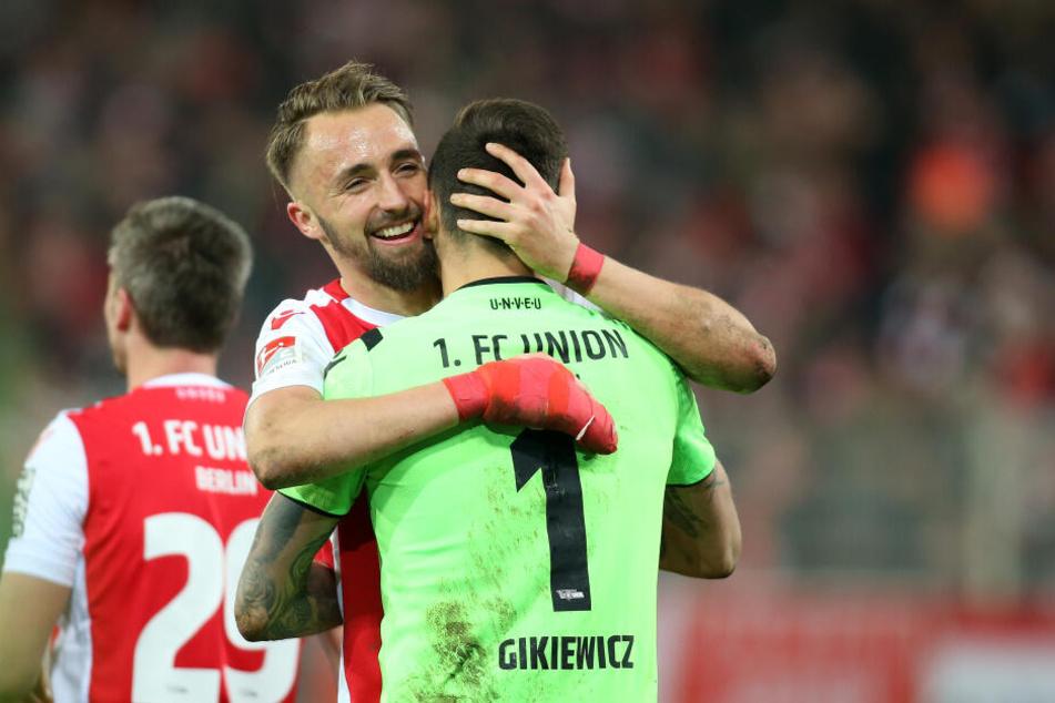 Florian Hübner (roter Verband) fehlte schon im Liga-Spiel gegen Greuther Fürth.