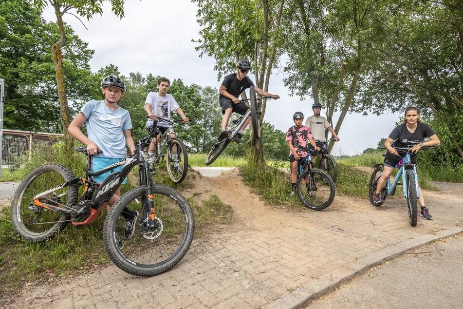 Sie wollen Fahrrad-Action in Chemnitz: Erik Kellig (v.l.), William Gotthardt, Philipp Büttner, Tim Hietel, Lucas Seifert und Katarina Seidel.