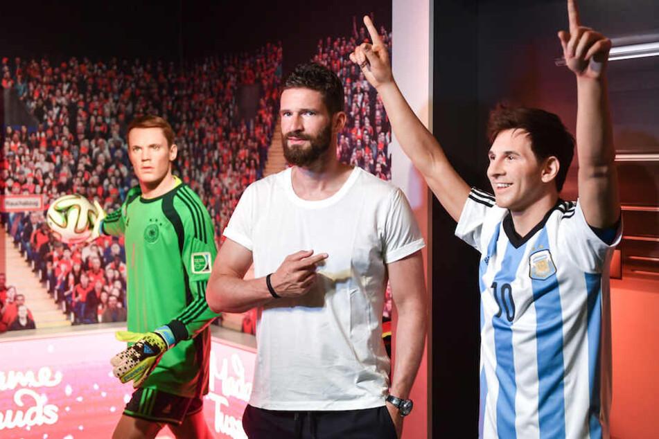 Ex-Herthaner Arne Friedrich (39) zwischen zwei der weltbesten Spieler: Manuel Neuer (32) und Lionel Messi (30).
