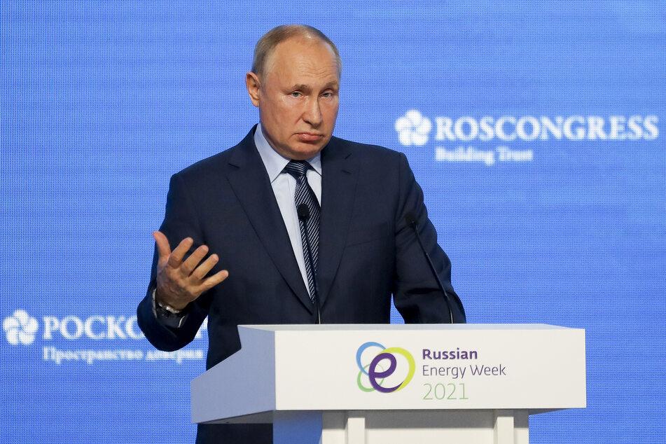 Russlands Präsident Wladimir Putin (69) versucht die hohen Corona-Zahlen mit arbeitsfreien Tagen in den Griff zu bekommen.