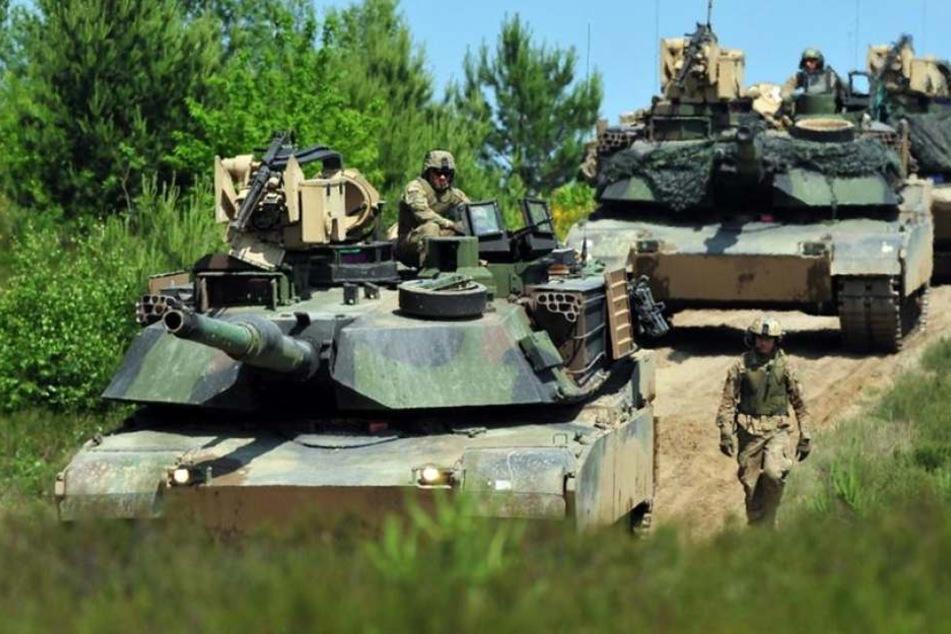 Ein Kleinpanzer der deutschen Bundeswehr ist auf einem Truppenübungsplatz in Österreich über eine Böschung rund 50 Meter abgestürzt (Symbolbild).