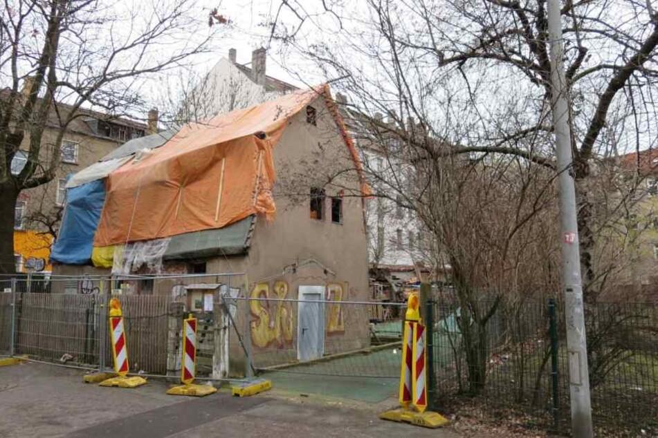 """In einem Abrisshaus in der Apostelstraße fanden Ermittler der """"Soko Brücke"""" daraufhin Leichenteile."""