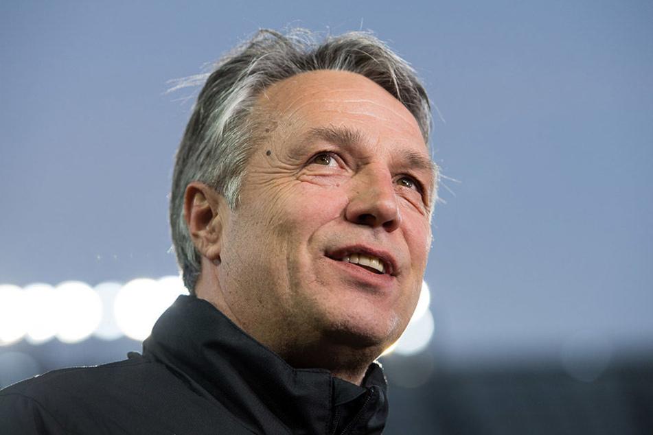 Sieht die derzeitige Personalsituation mit einem freudigen Lächeln: Dynamo-Trainer Uwe Neuhaus.