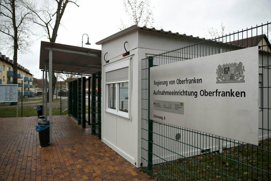 In der Anker-Einrichtung in Oberfranken möchte sich der Innenminister persönlich von der Situation der Evakuierten überzeugen.