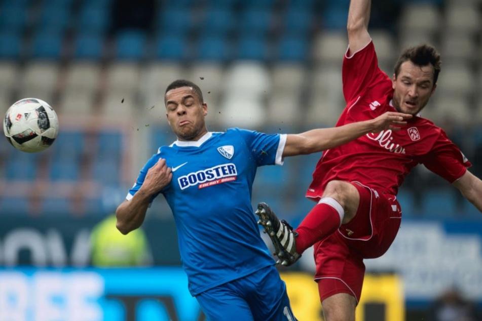 Peter Kurzweg im Zweikampf mit Bochums Jan Gyamerah (li.).