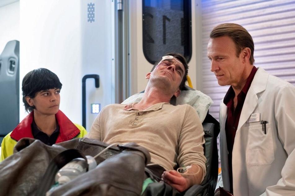 Dr. Martin Stein weiß sofort, dass es sich bei dem Verletzten um Kathrins aktuelles Date handelt.