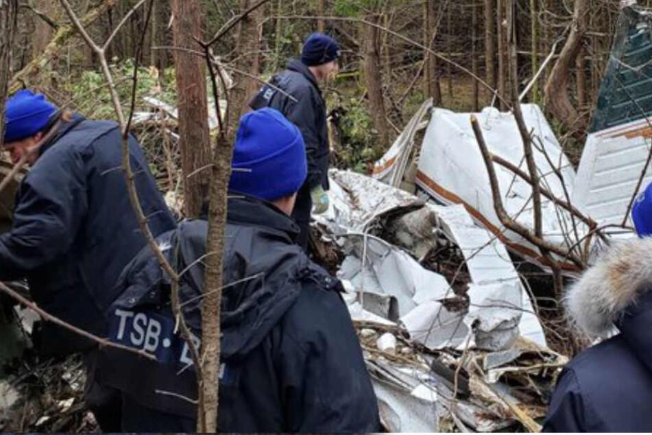 Kleinflugzeug stürzt kurz vor Landung ab: Sieben Tote