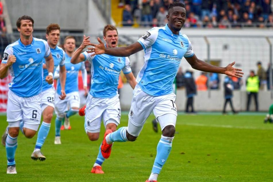 In der letzten Saison ging Prince Osei Owusu (r.) für 1860 München auf Torejagd.