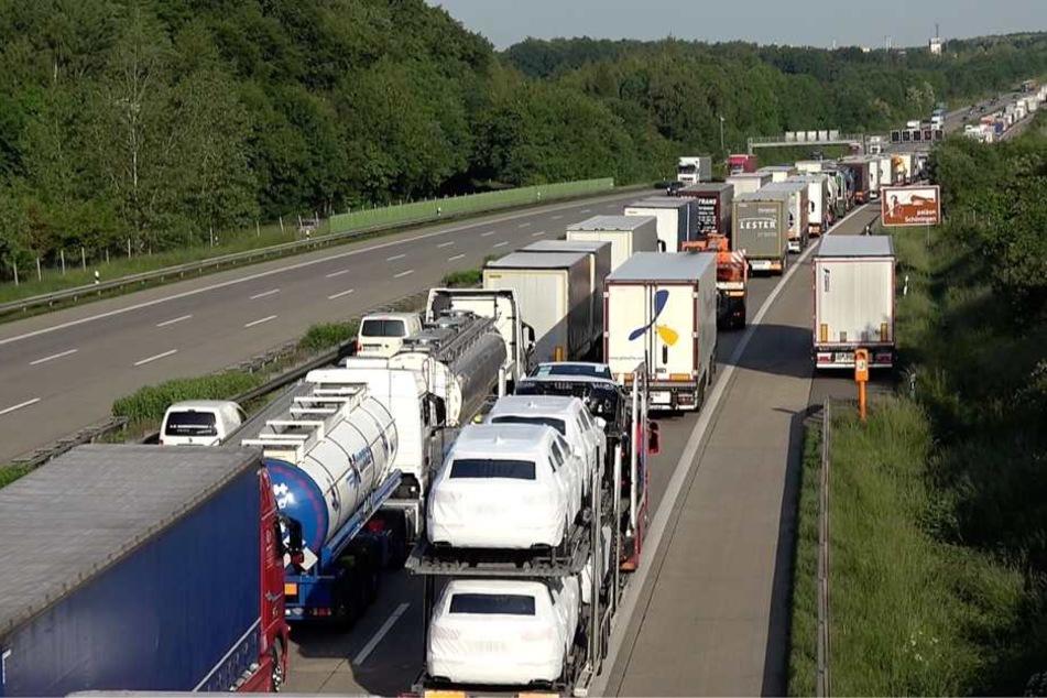 Auf der A2 zwischen Uhrsleben und Marienborn staute sich der Verkehr in Richtung Hannover auf teilweise über zehn Kilometer.