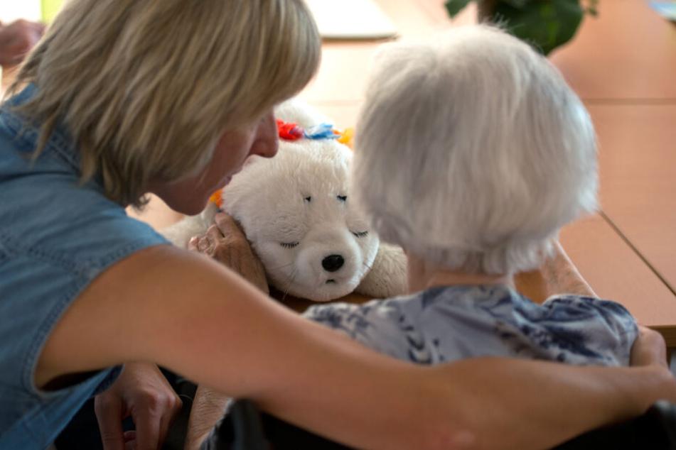 Die Zahl der Menschen mit Demenz in Deutschland wird bis 2050 erheblich steigen. (Symbolbild)