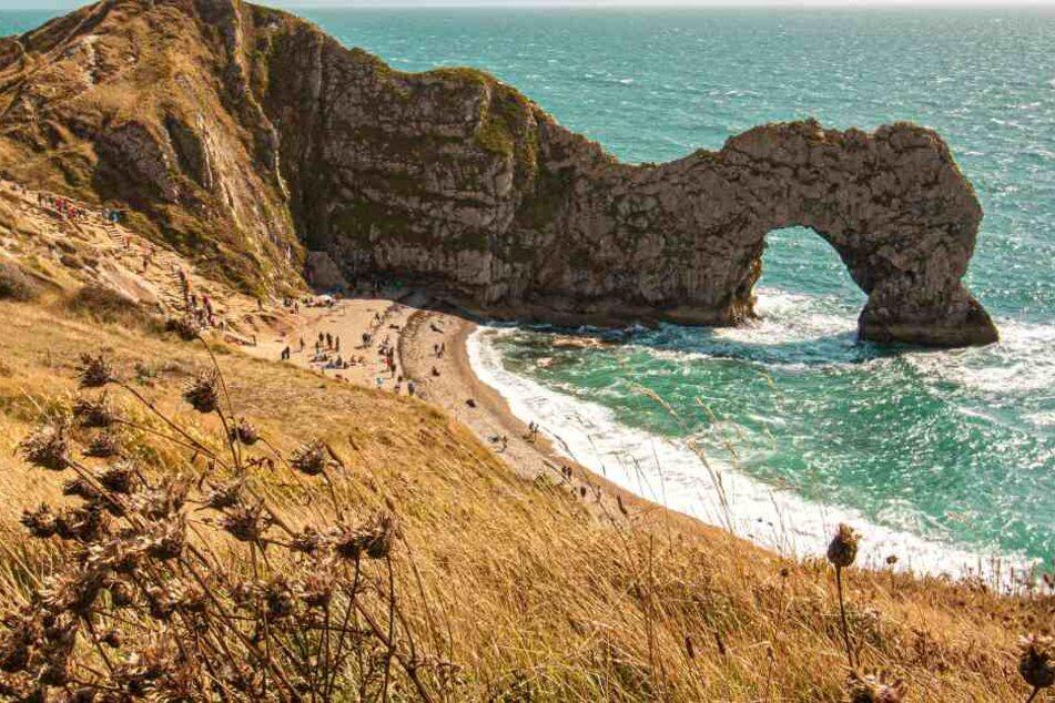 Die als Durdle Door bekannte Felsbrücke in der Grafschaft Dorset.