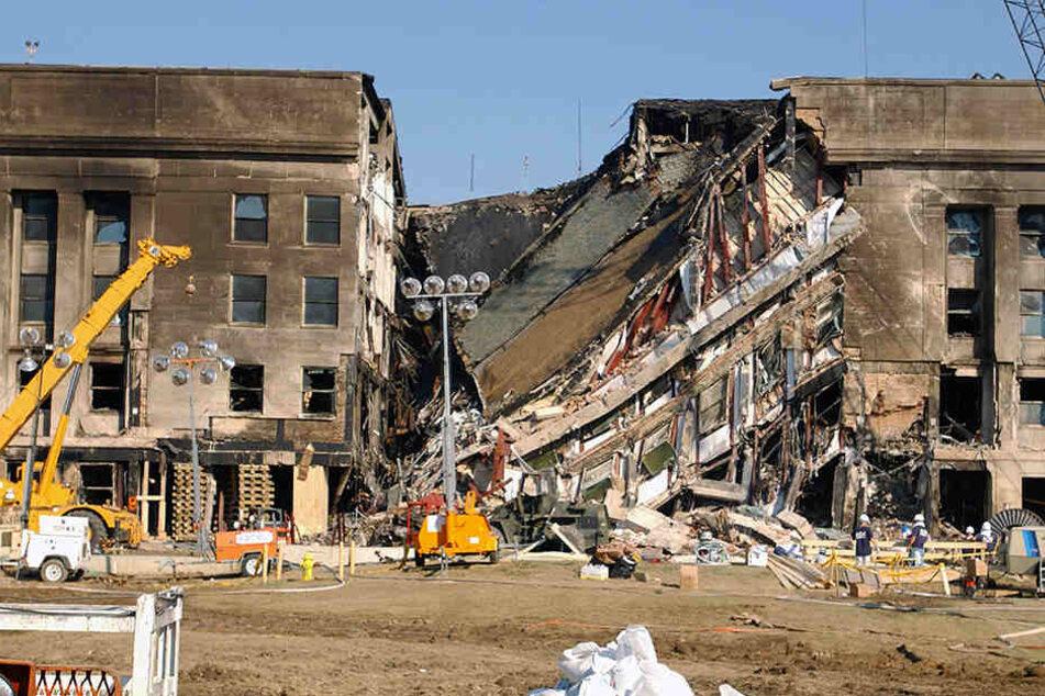 Wo ist hier das verunglückte Flugzeug am Pentagon-Gebäude in Arlington zu  sehen? Weil Trümmerteile auf den Bildern fehlen, entstand die Legende eines  Raketeneinschlags.