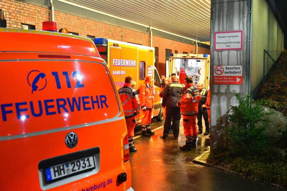 Der Rettungsdienst hat das Kind ins Krankenhaus gebracht.