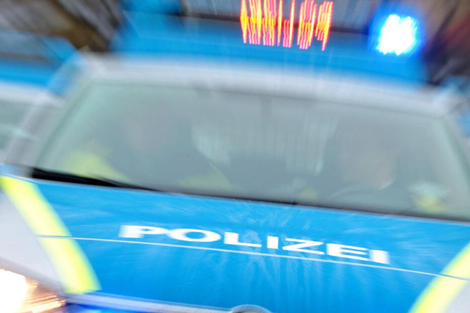 Die Sperrung der B251 wurde laut Polizei gegen 18.35 Uhr wieder aufgehoben (Symbolbild).