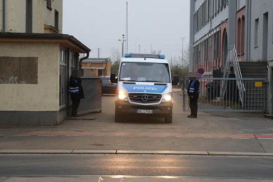 Mehrere Einsatzkräfte waren auf der Hamburger Straße im Einsatz.